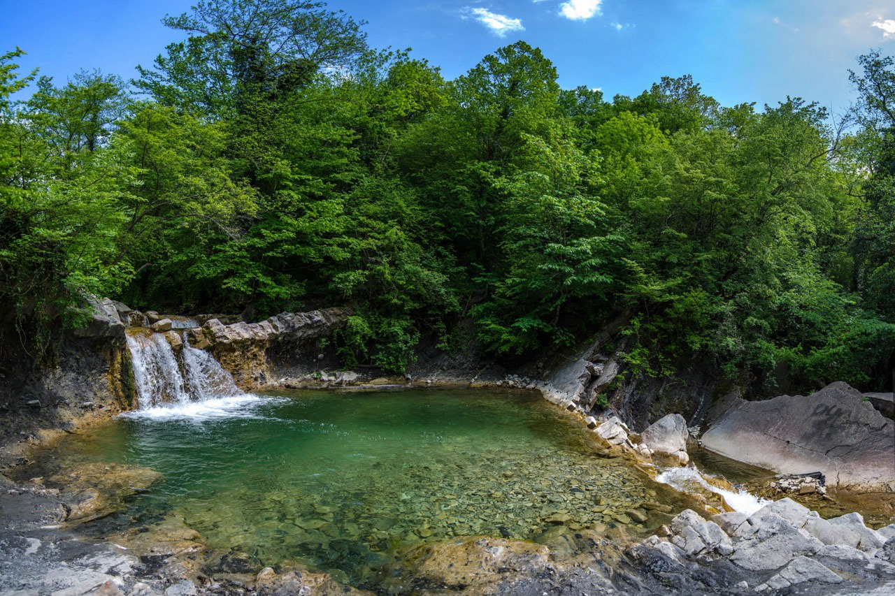 Водопады реки Жане Изумрудный