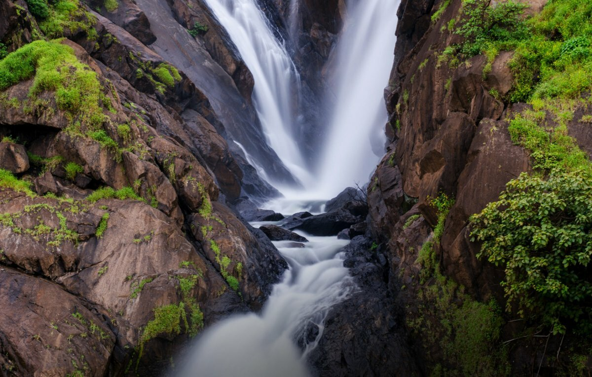 Водопад Дудхсагар горы