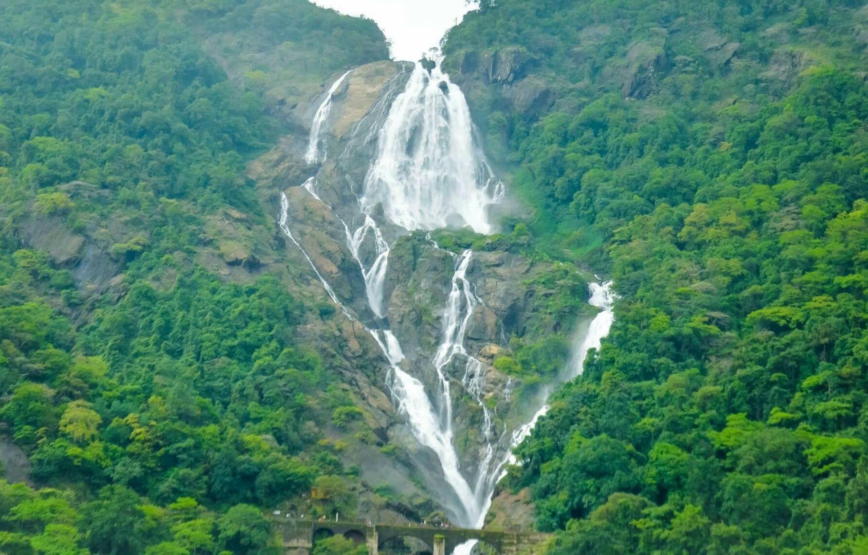 Водопад Дудхсагар панорама