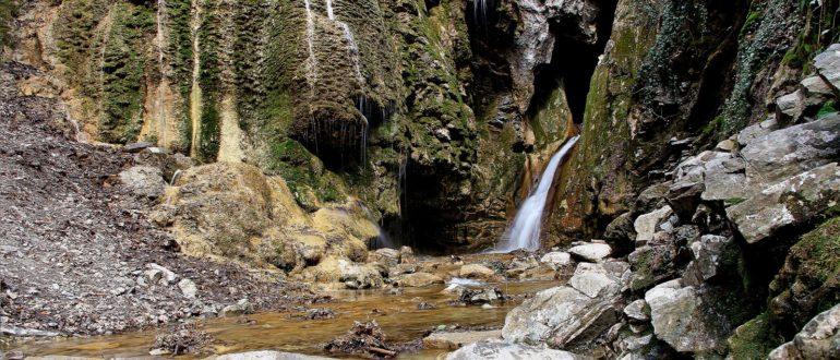 Гебиусские водопады Грот Геленджик