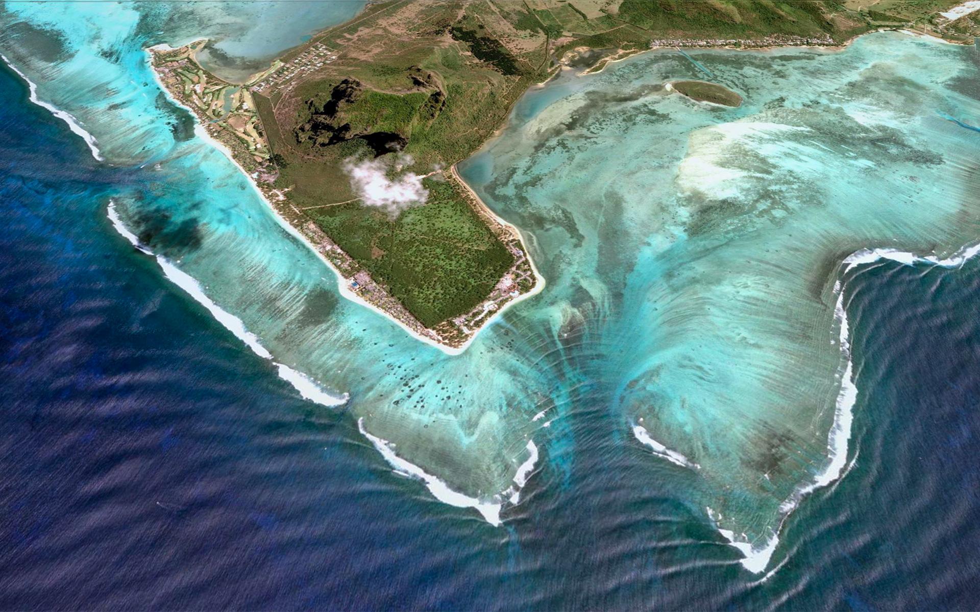 Подводный водопад на Маврикии сверху