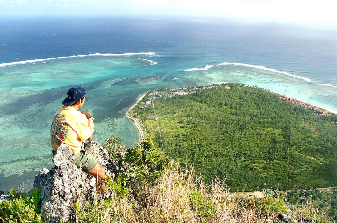 Подводный водопад на Маврикии с земли
