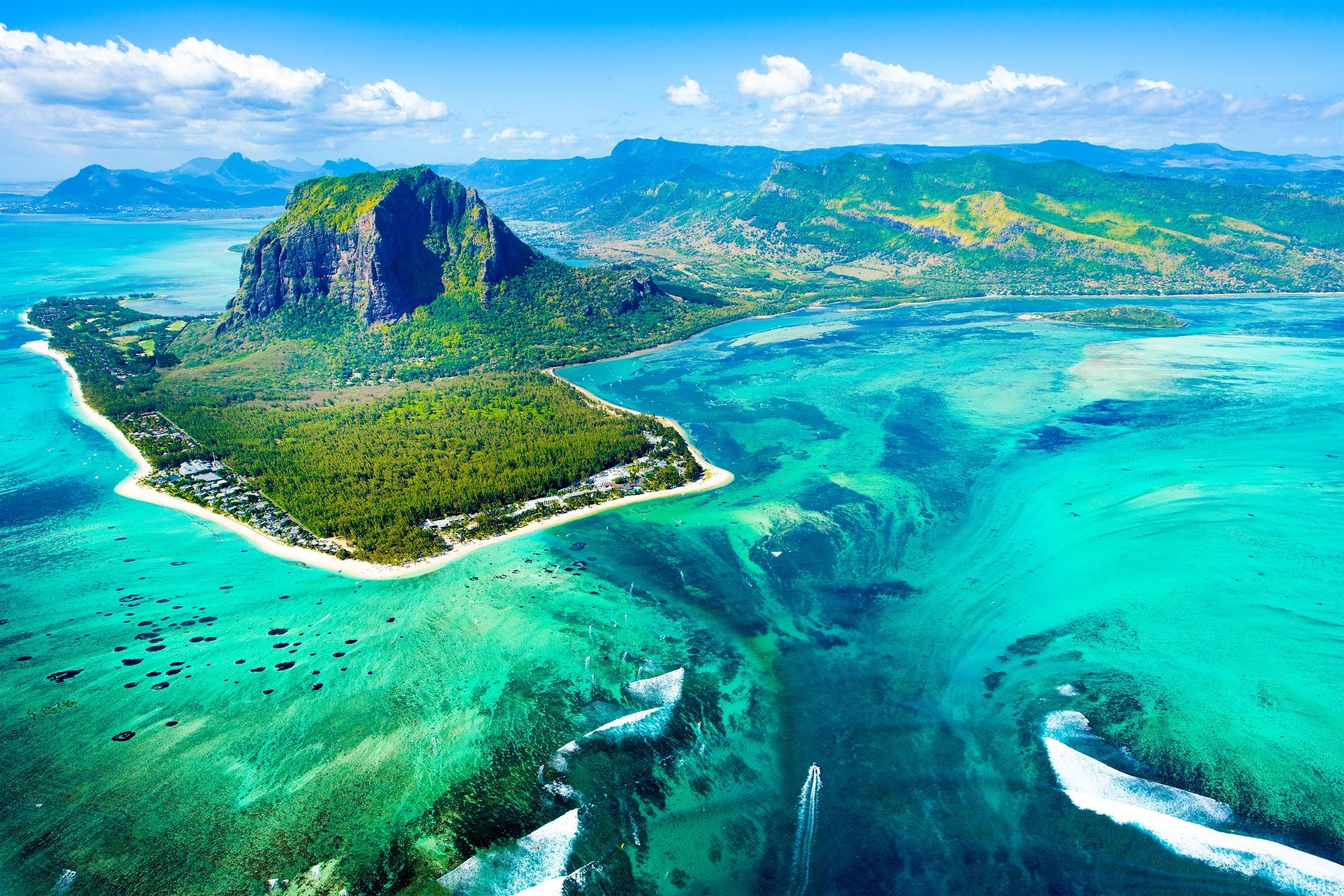 фото подводного водопада на маврикии