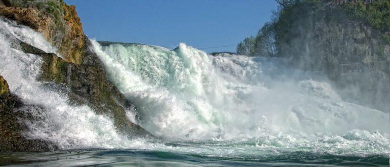 Рейнский водопад в Швейцарии близко