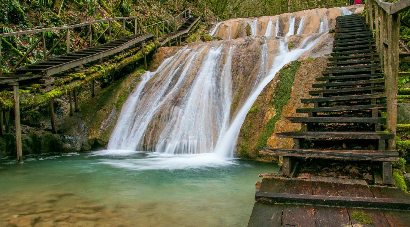 ЗЗ водопада водоскат