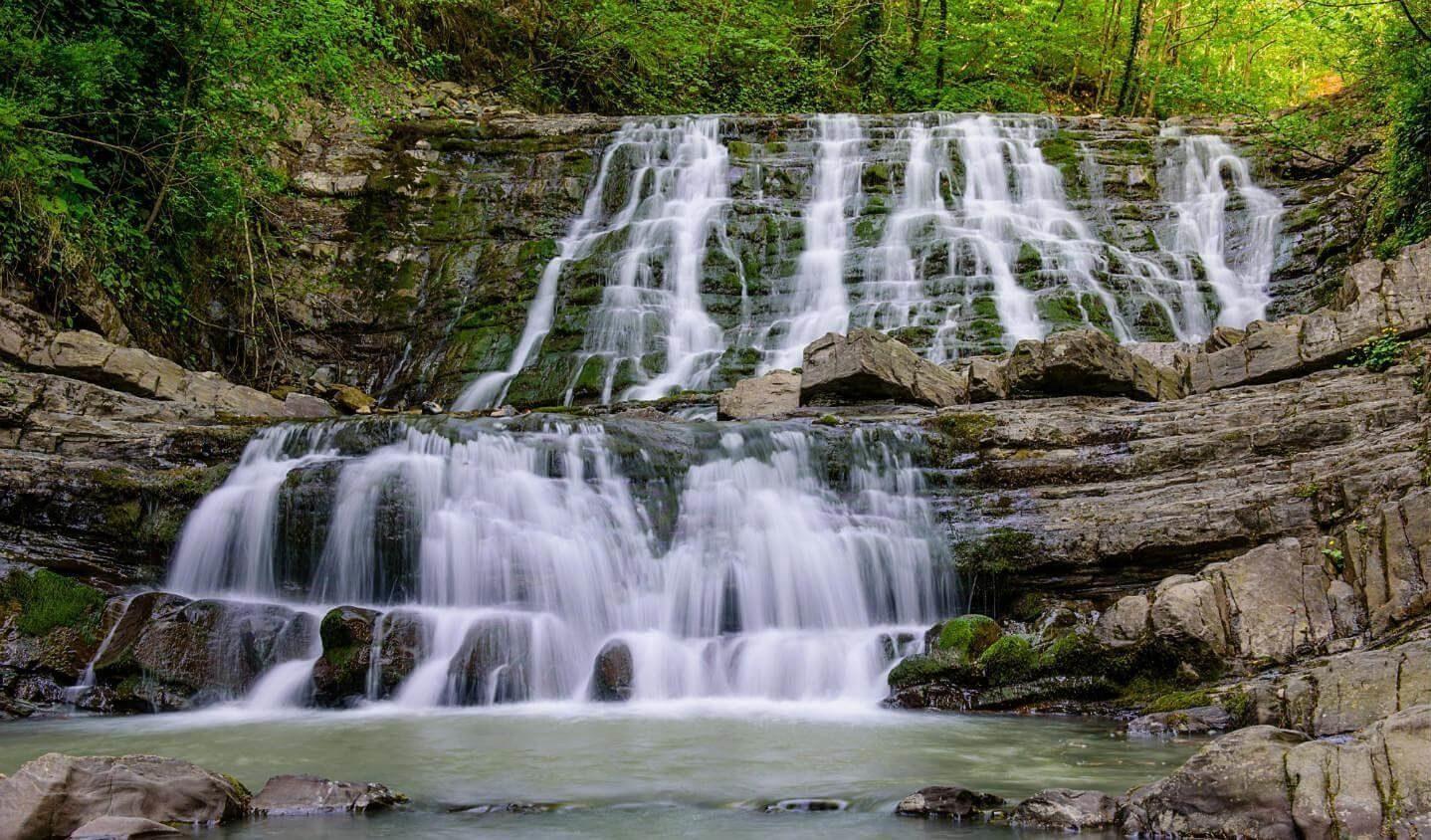 ЗЗ водопада каскад