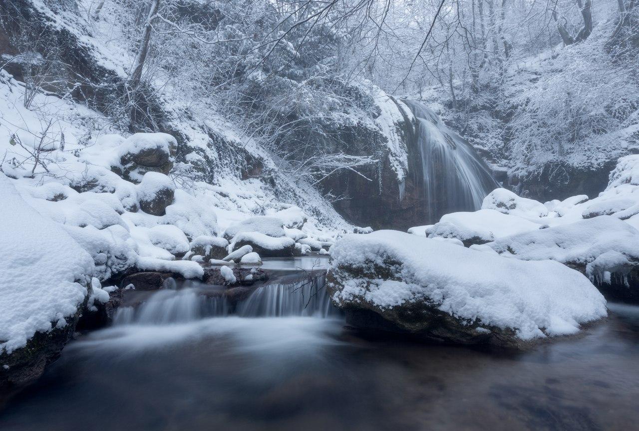 Водопад Джур-Джур зимой
