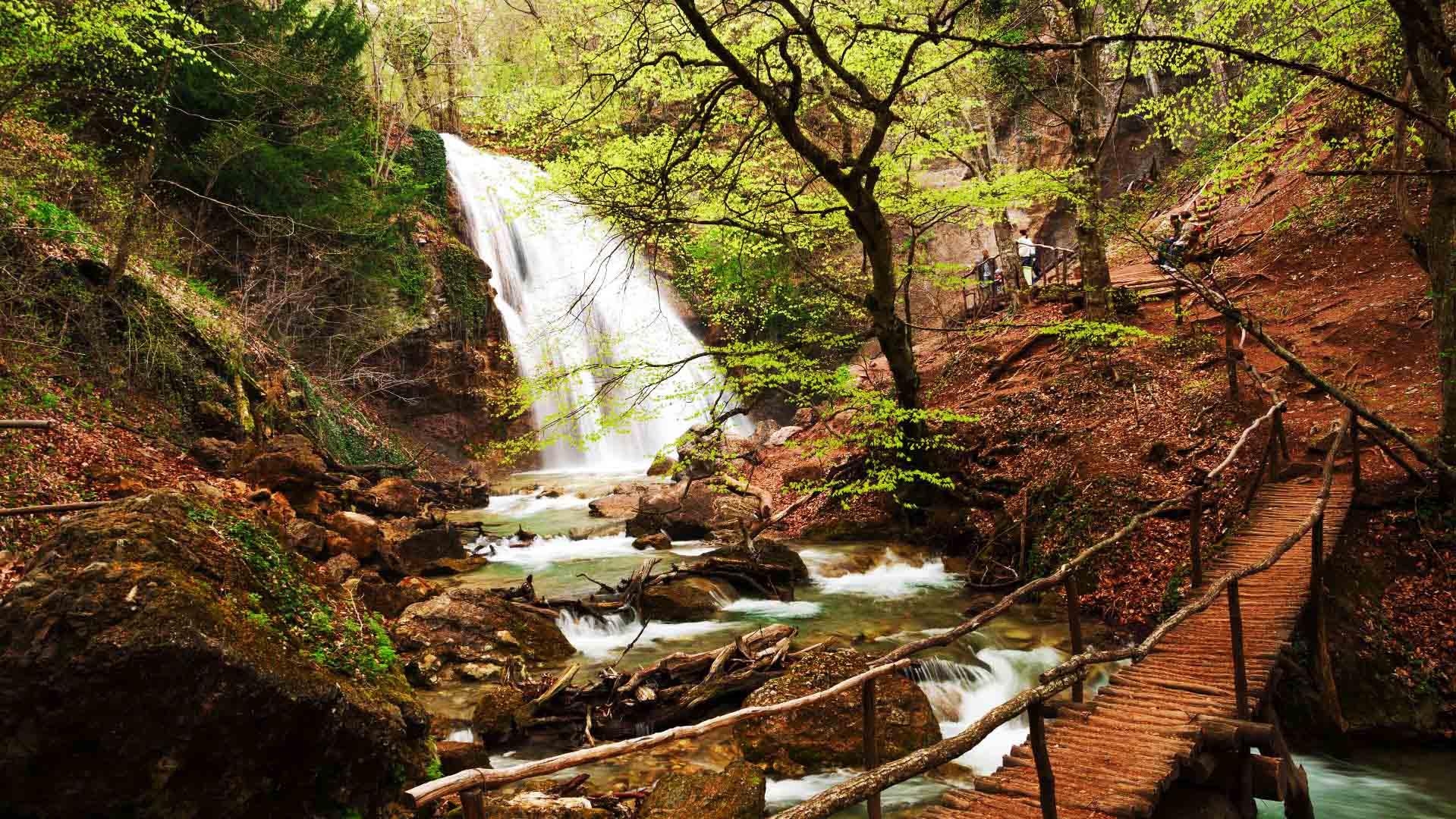 Водопад Джур-Джур мостик