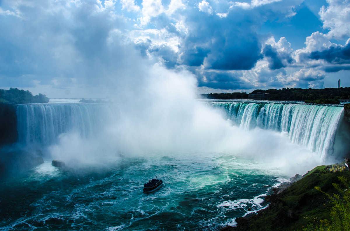 Ниагарский водопад пар