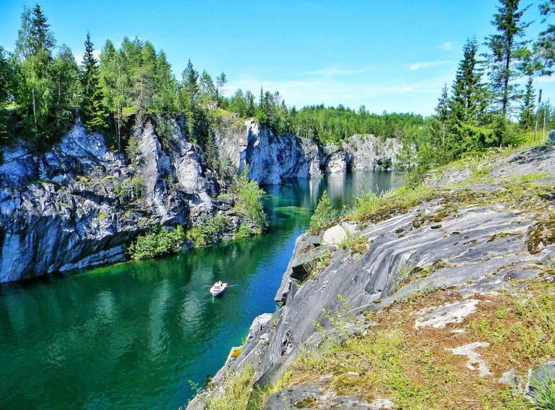Рускеальские водопады река в парке