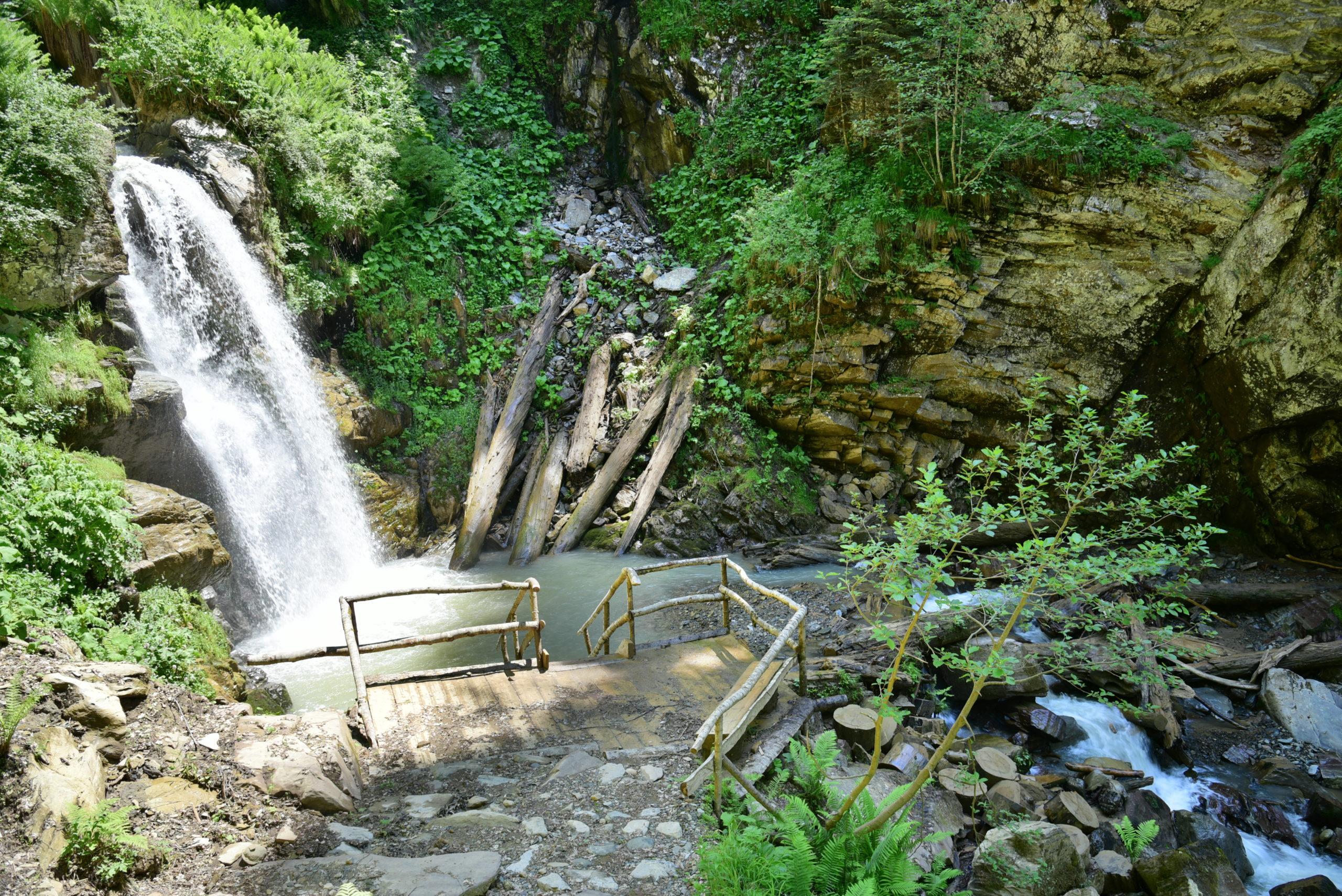 Водопады Менделиха спуск