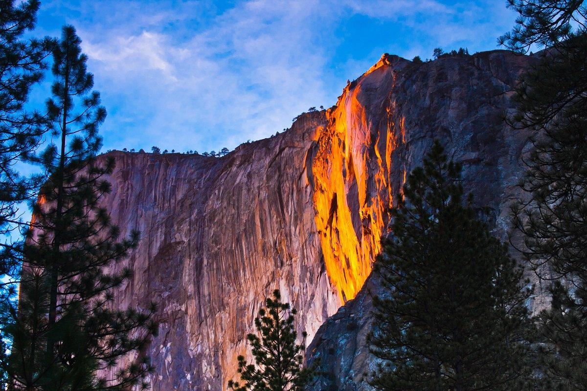 Огненный водопад в Калифорнии в фервале