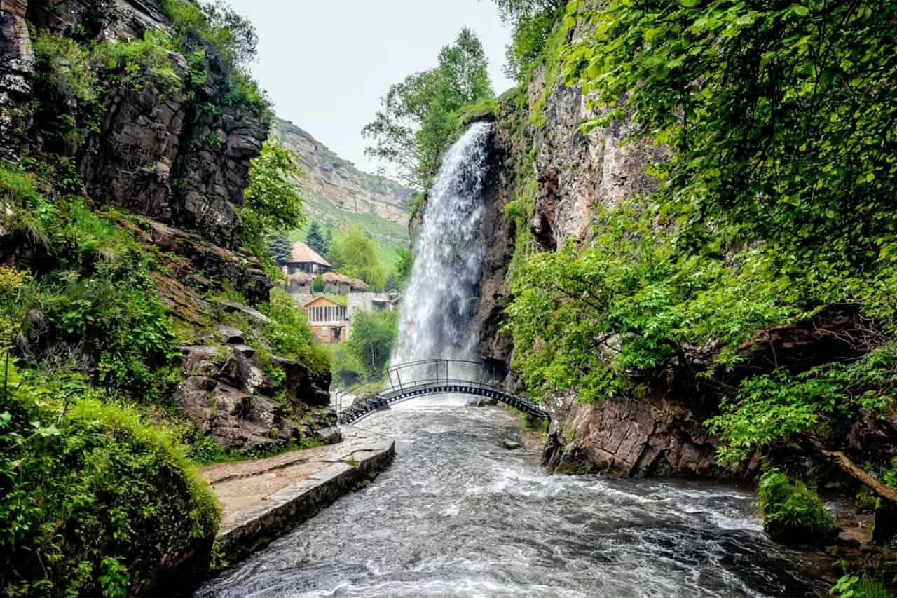 медовые водопады в кисловодске фото остроума владеет