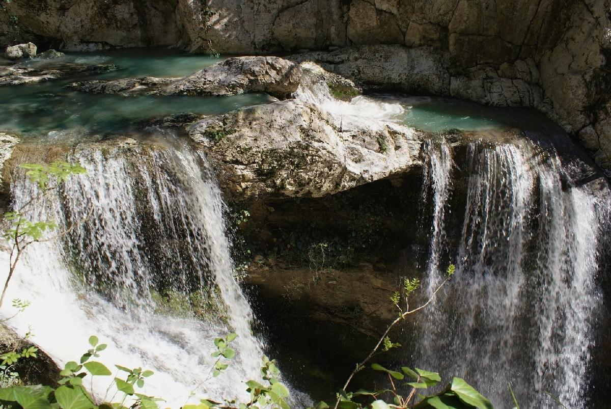 Агурские водопады близко
