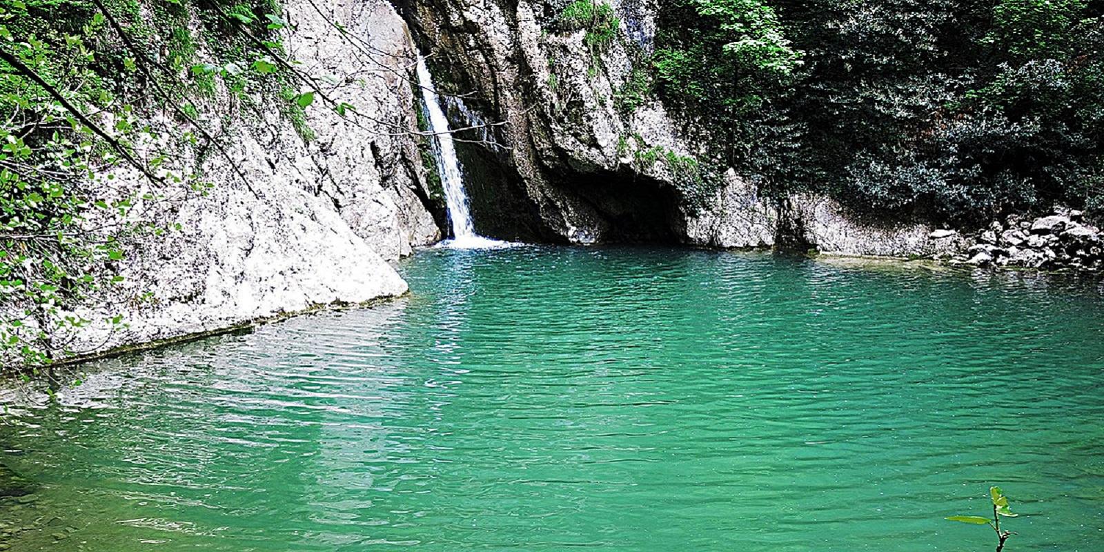 Агурские водопады лагуна
