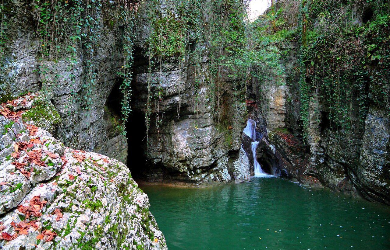 Агурские водопады ущелье
