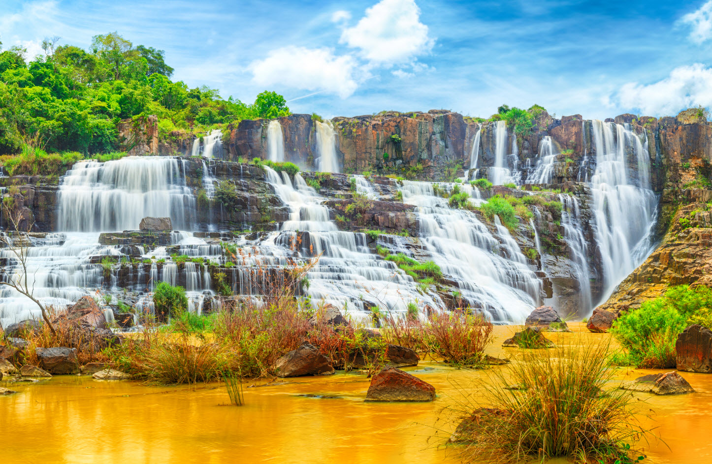 Красивый вид водопада