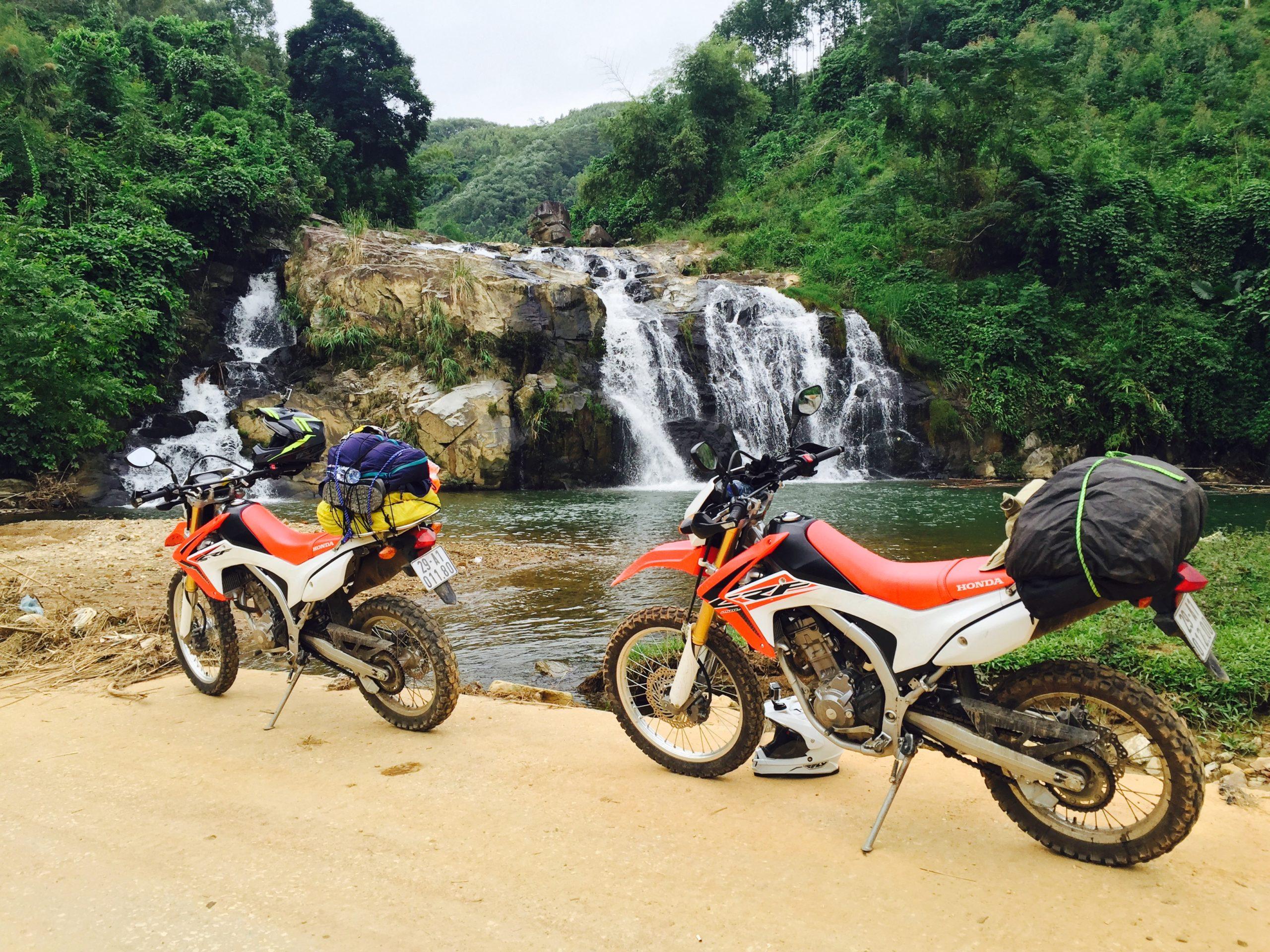 К водопаду на байке