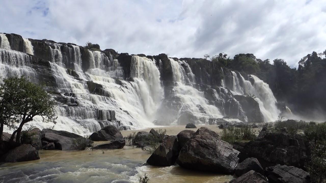 Водопад в сезон дождей