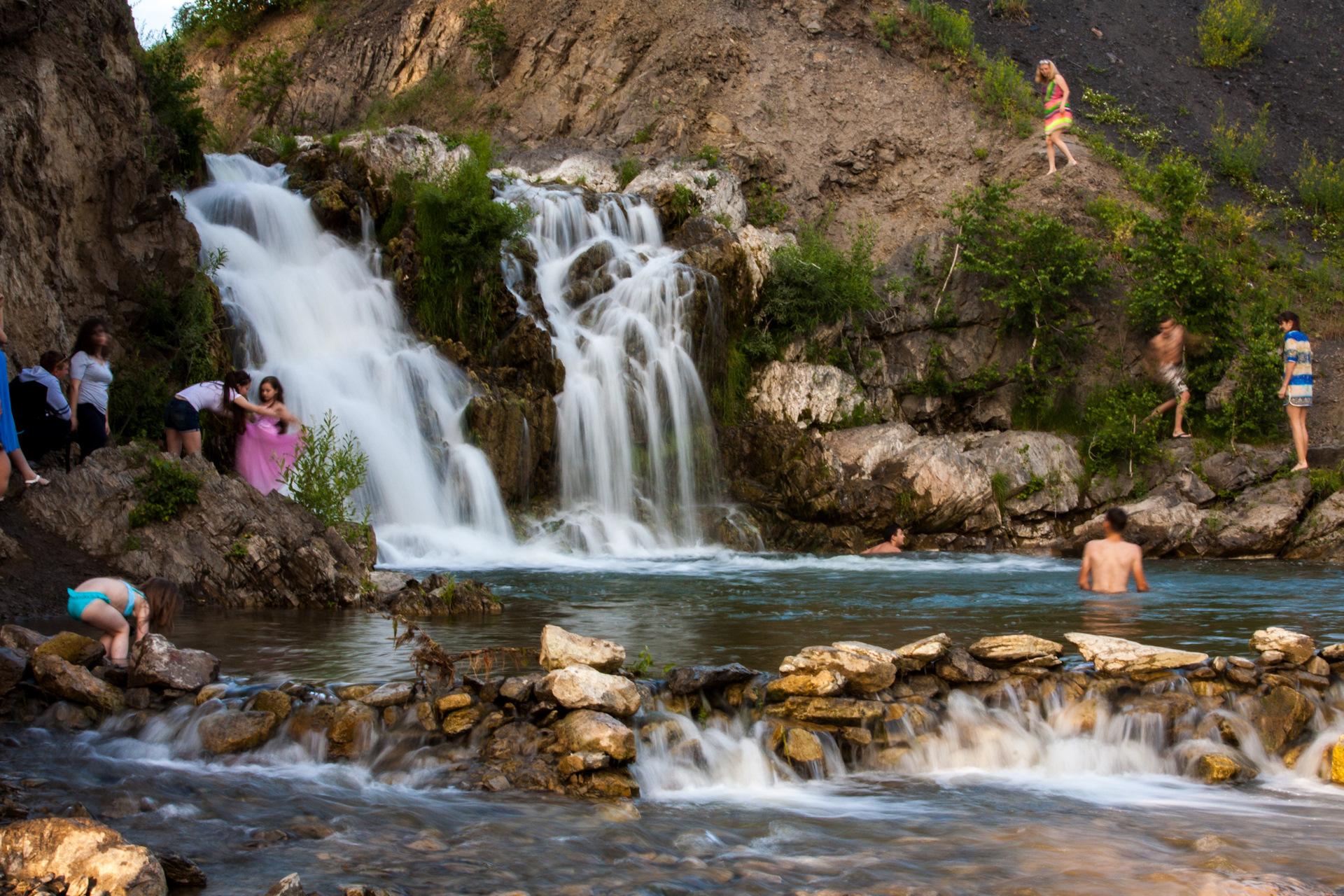 Беловский водопад где расположен